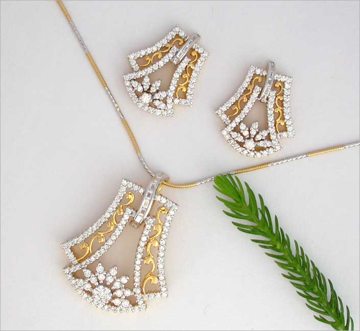 Yeshwant vithal marathe jewellers gold jewellery silver jewellery diamond pendant set mozeypictures Gallery